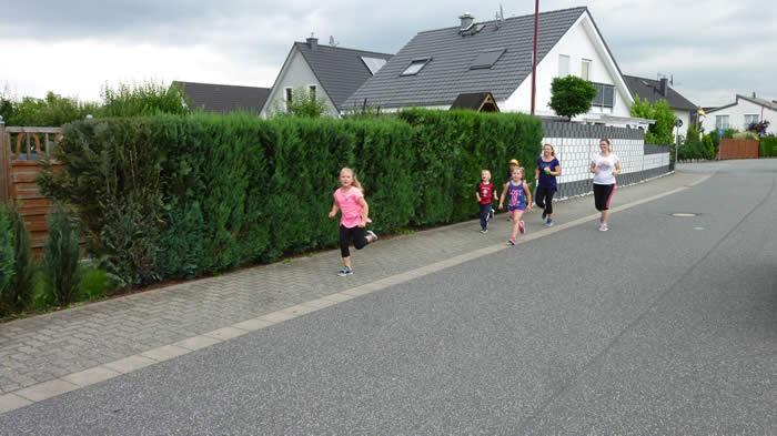 """Schüler der Grundschule """"St. Peter und Paul"""" laufen für UNICEF"""
